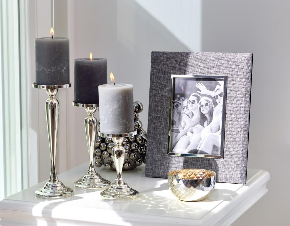 7127 Fotorahmen Elda für Foto 10 x 15 cm, Textil grau, edel versilbert, anlaufgeschützt, mit 2 Aufhä
