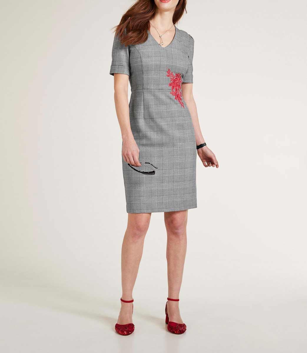 business kleider für damen Heine Etuikleid mit Stickerei schwarz weiß 491.287 Missforty